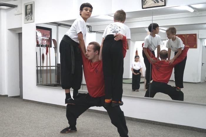 Trainer Kamil beim Kinder Kung Fu