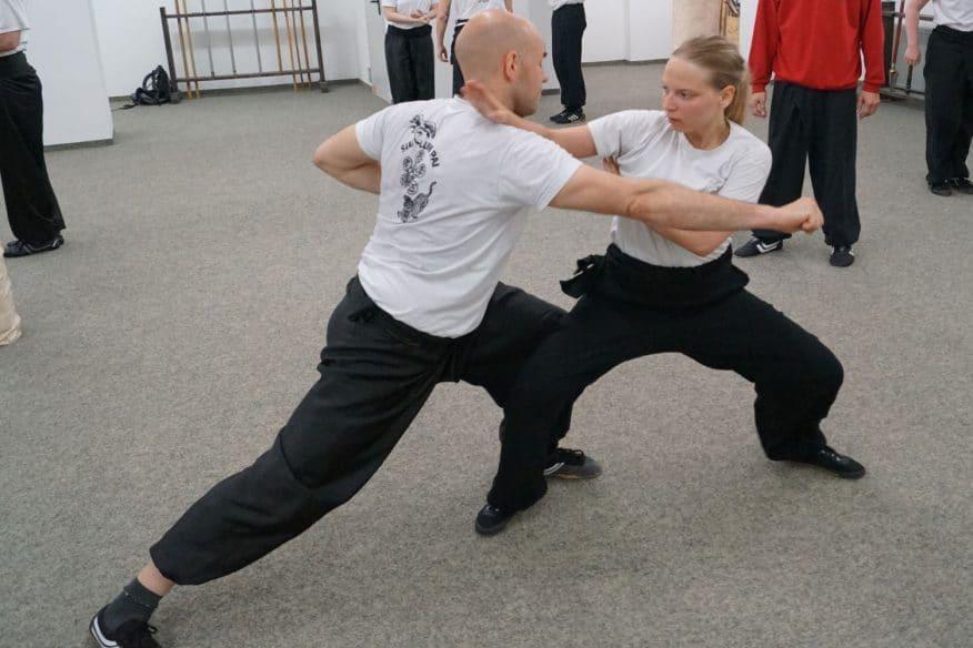 Frauen Kung Fu Zweikampf mit Mann